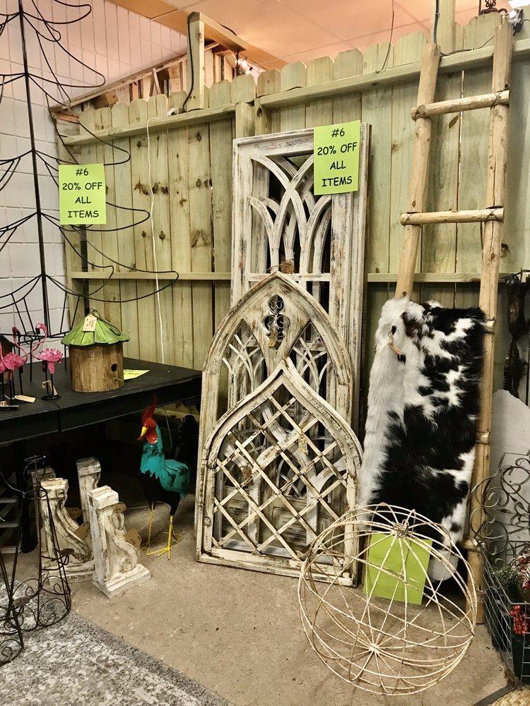 Country Primitives Vintage Market: 251 Ave A SW, Winter Haven, FL