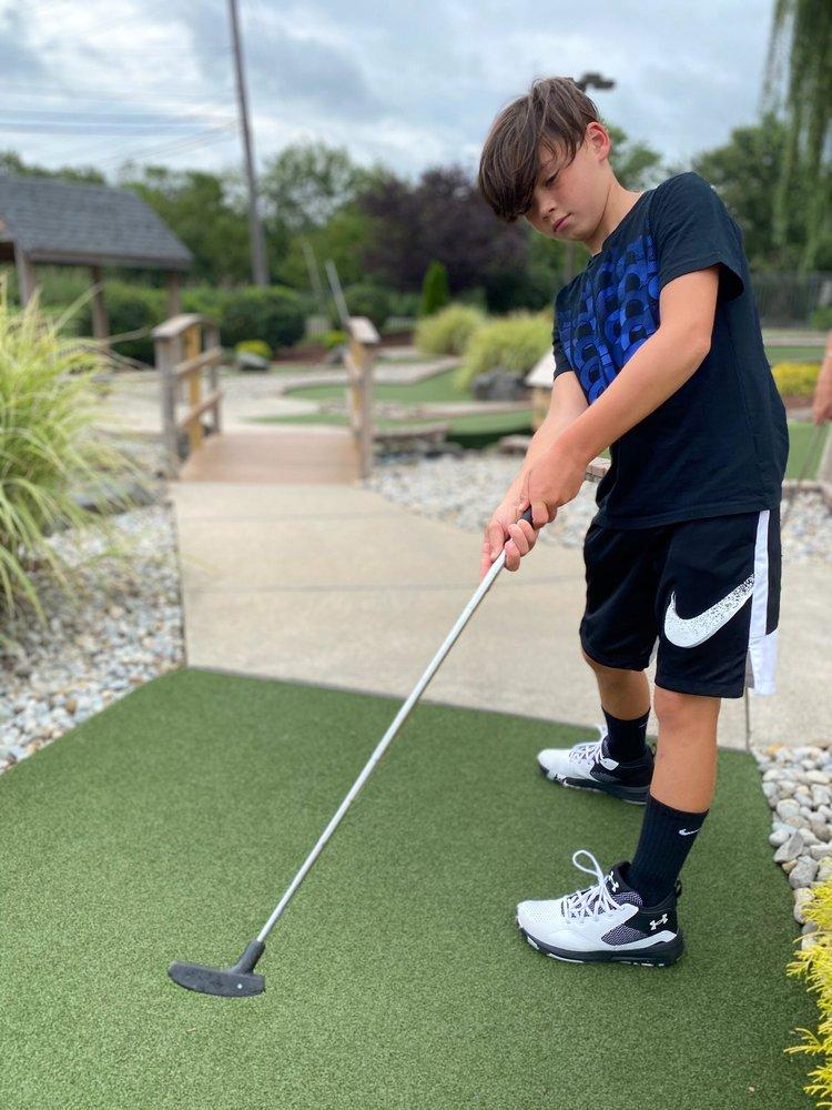 Skyline Mini Golf: 600 Main St, Woodbridge Township, NJ