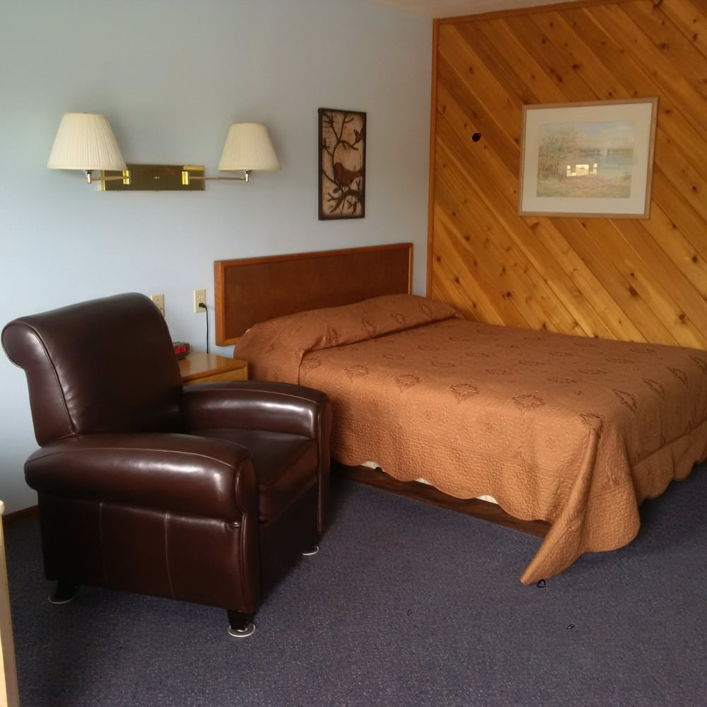 Riverview Inn: 122 Riverside Ave, Ione, WA