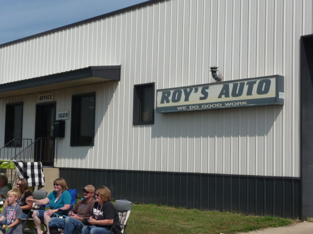 Roy's Auto: 1609 Central Ave, Estherville, IA