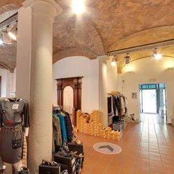 Gesto Outlet - 60 foto - Abbigliamento femminile - Via Trento 29 ...