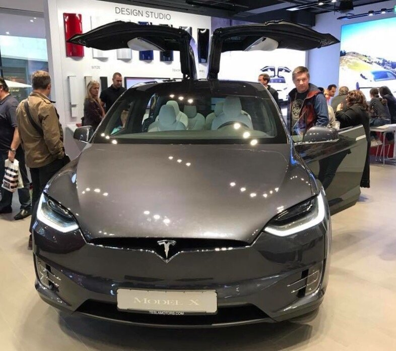 tesla concessionnaire auto dorotheenplatz 1 rathaus stuttgart baden w rttemberg. Black Bedroom Furniture Sets. Home Design Ideas