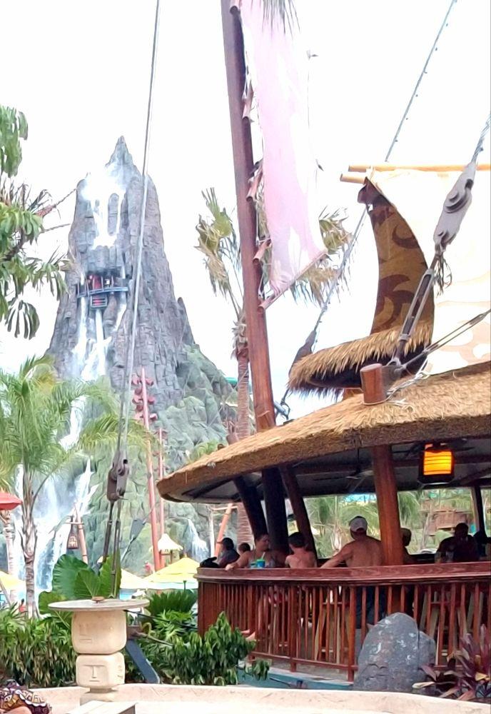 Dancing Dragons Boat Bar: 6000 Universal Blvd, Orlando, FL