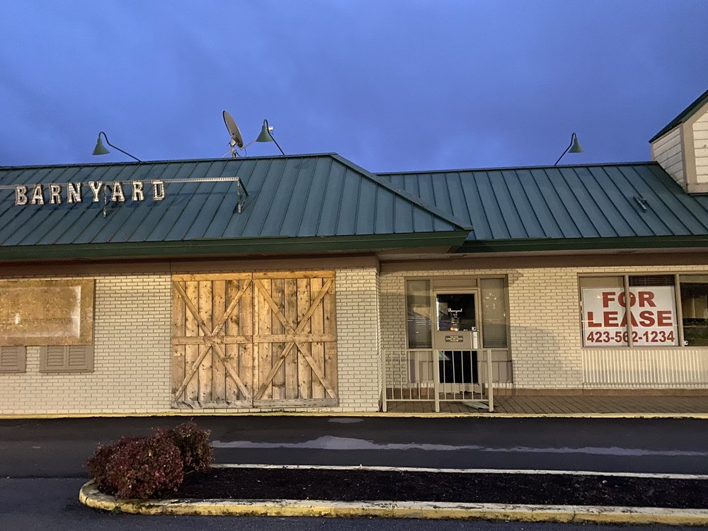 Barnyard Grill: 2239 Jacksboro Pike, LaFollette, TN