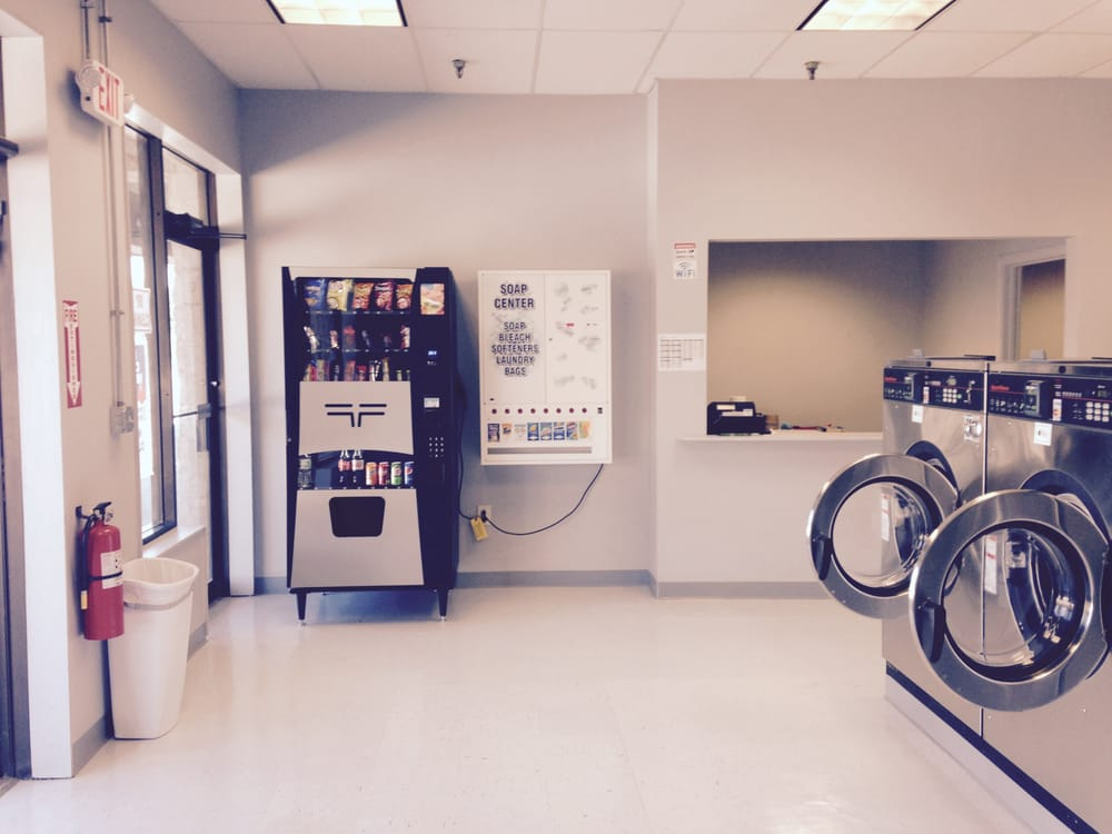 Merrimack Commons Laundromat: 515 Daniel Webster Hwy, Merrimack, NH