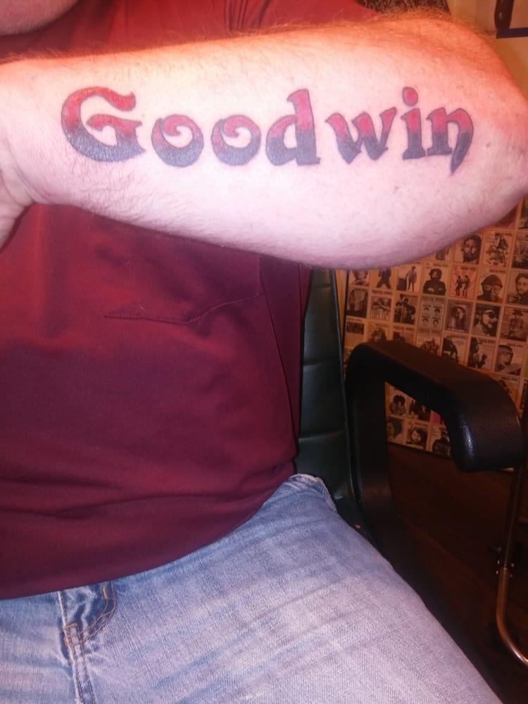 Skinvazion tattoos 14 foto tatuaggi 2529 cleveland for Tattoo shops canton ohio