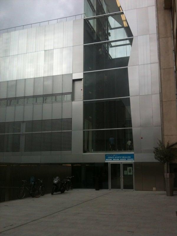 Entrance yelp for Piscine jacqueline auriol