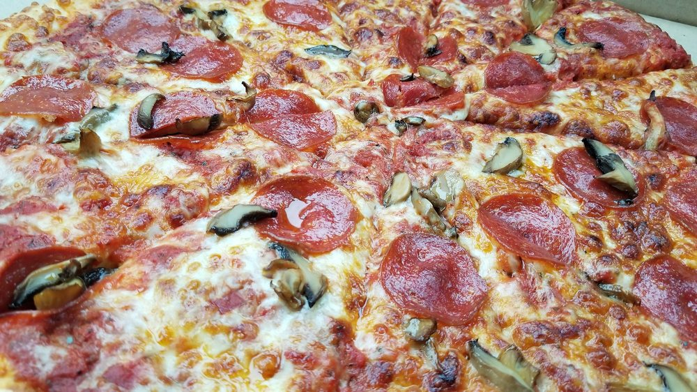 Wolf Den Pizza: 628 Dresden Ave, East Liverpool, OH