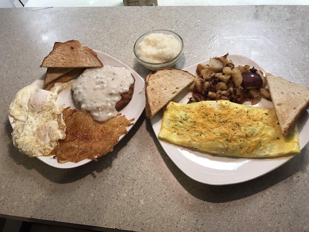 Momma's Dixie Kitchen: 27670 SE Hwy 19, Old Town, FL