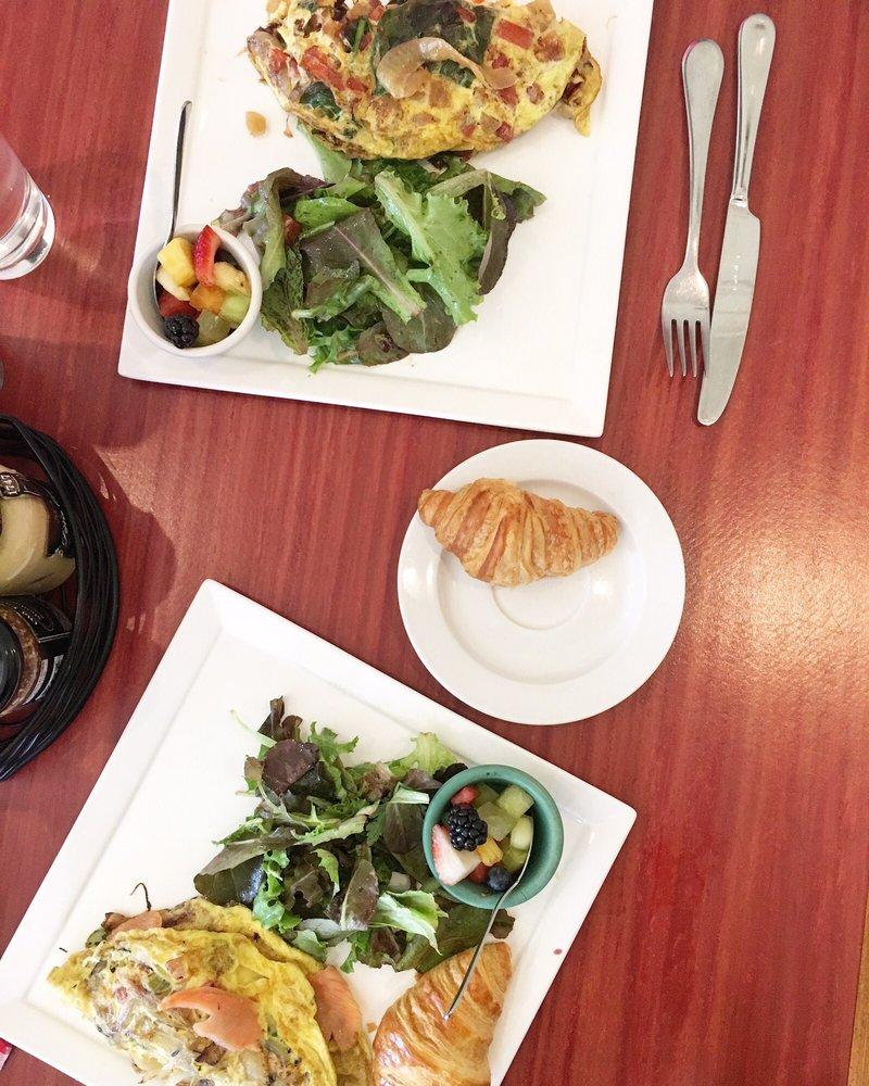 Del Ray Cafe: 205 E Howell Ave, Alexandria, VA