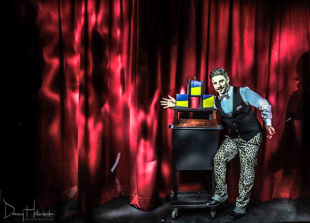 Confetti Eddie's Magic Palor