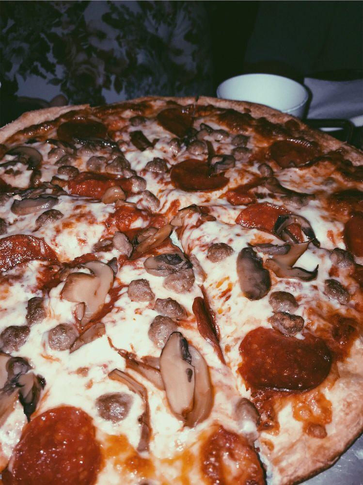 Danny's Pizza: 218 Ward St W, Douglas, GA