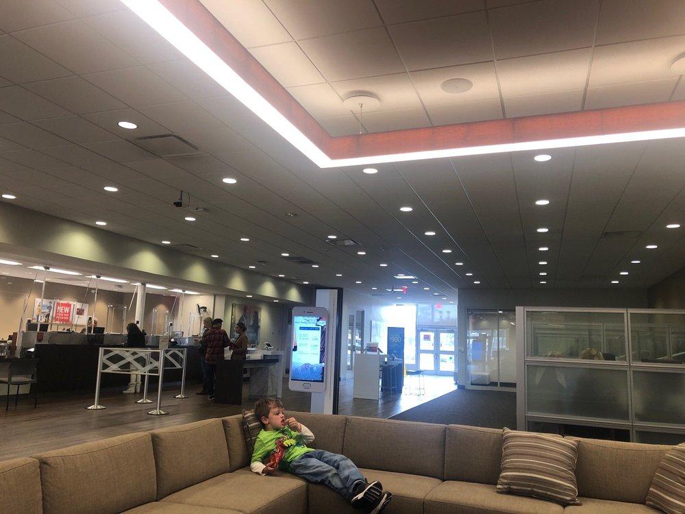 Bank of America: 115 W Foothill Blvd, Glendora, CA