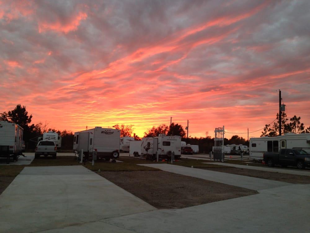 Gordy Road RV Park: 715 Gordy Rd, Bacliff, TX