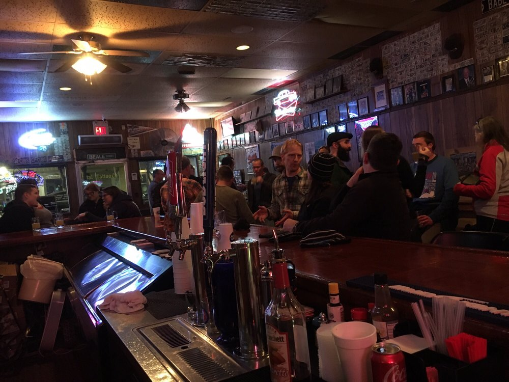 High Street Pub: 209 E High St, Jefferson City, MO