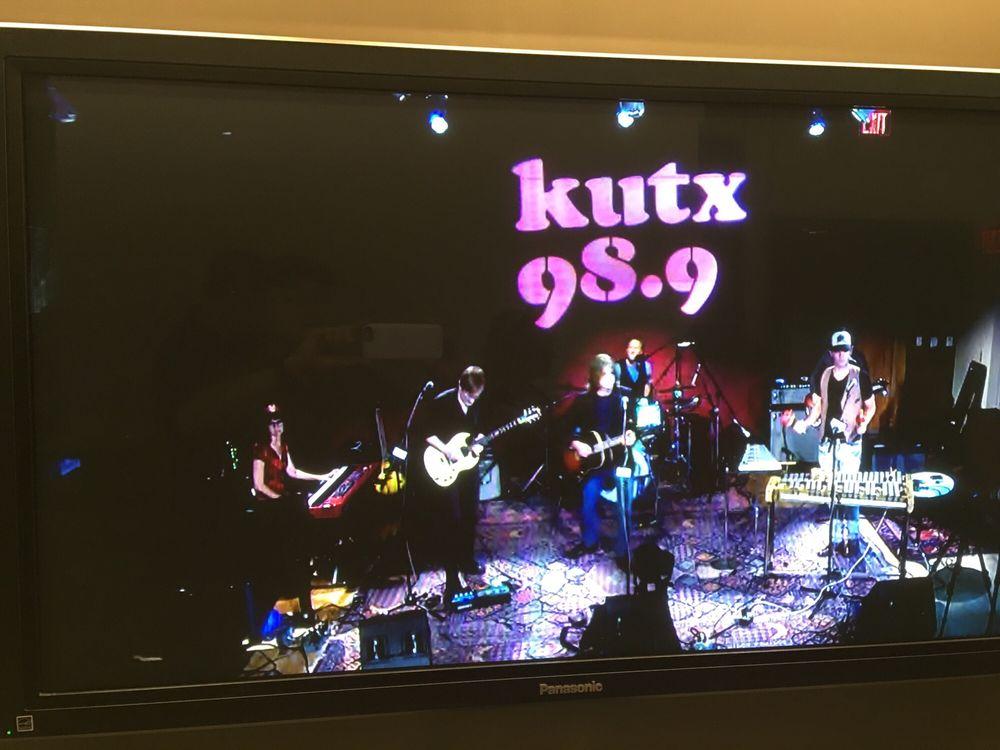 KUTX FM 98.9