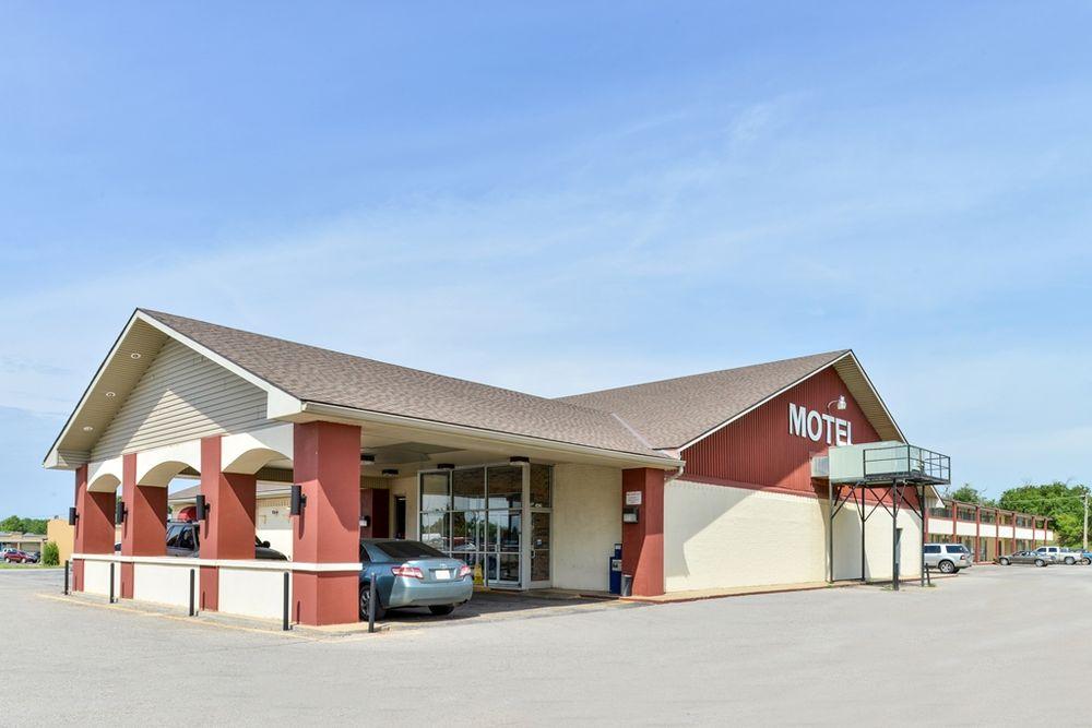Best Value Inn and Suites: 1415 E Central Blvd, Anadarko, OK