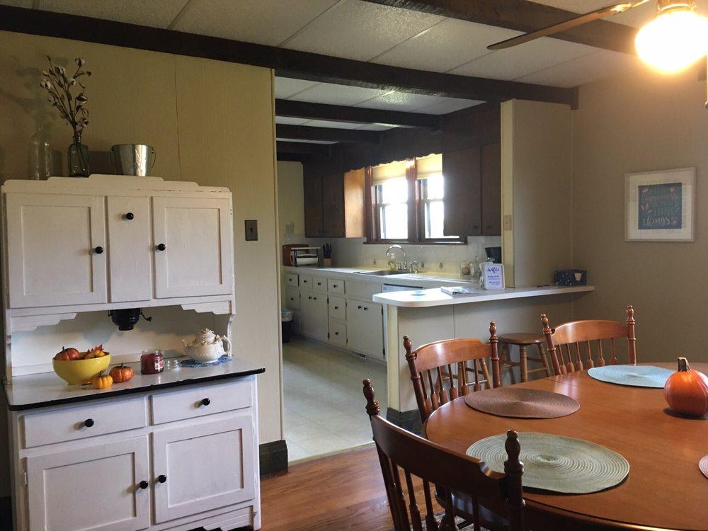 The Doctor's Inn: 4408 TN-76, Cottontown, TN