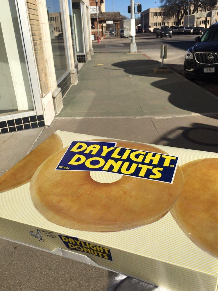 Daylight Donuts: 1266 27th Ave, Columbus, NE