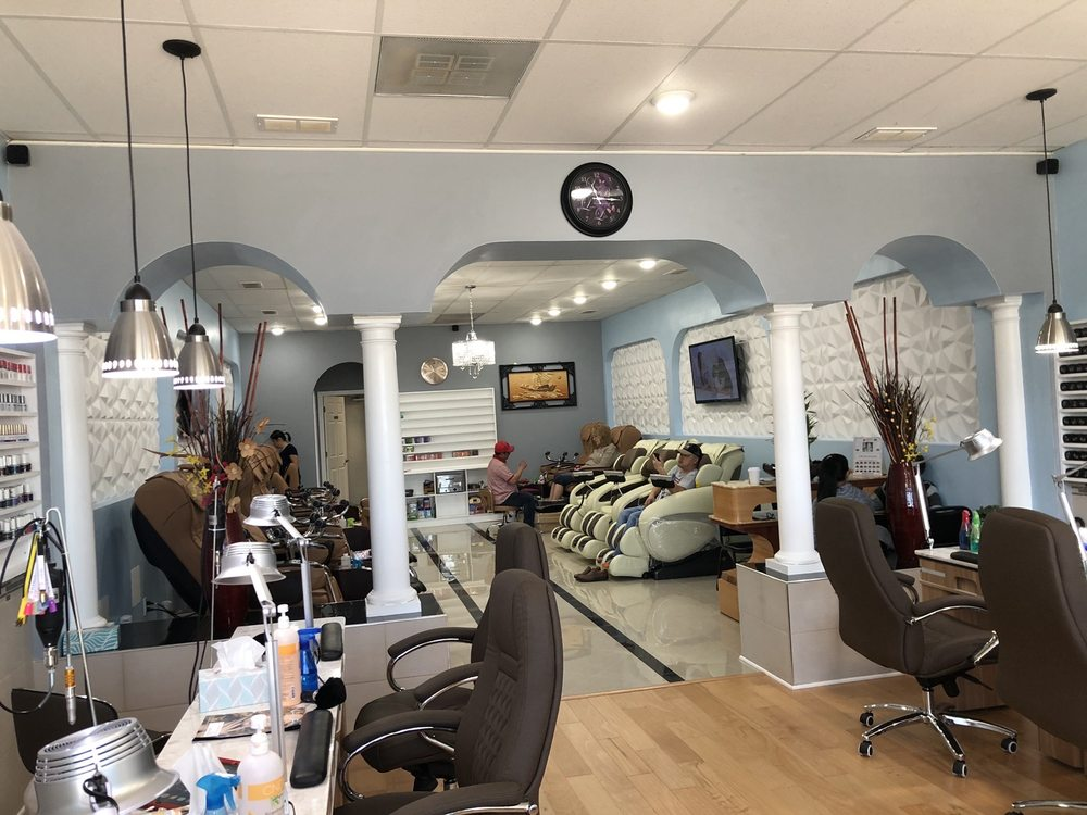 Luxury Nails Salon: 105 Regency Park, O'fallon, IL