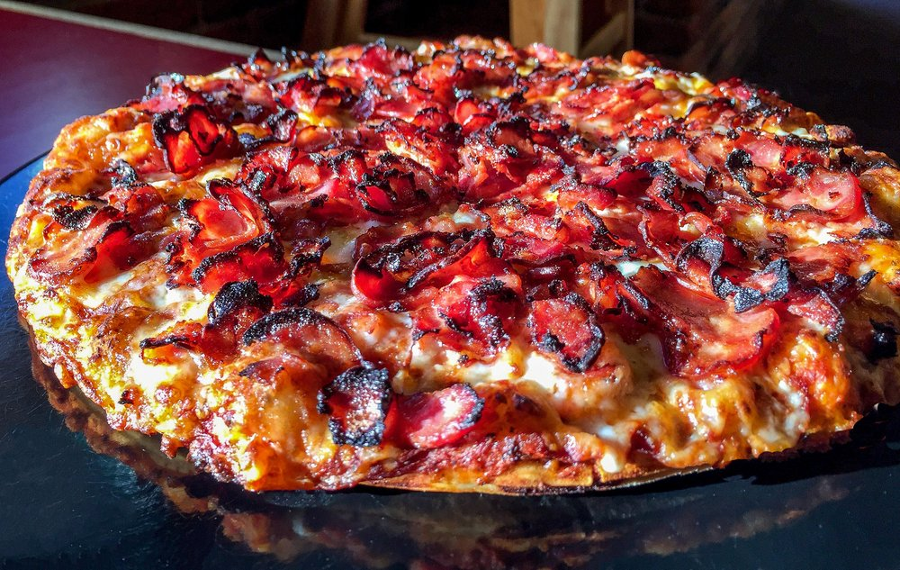 Abby's Legendary Pizza: 121 Pine St, Rogue River, OR