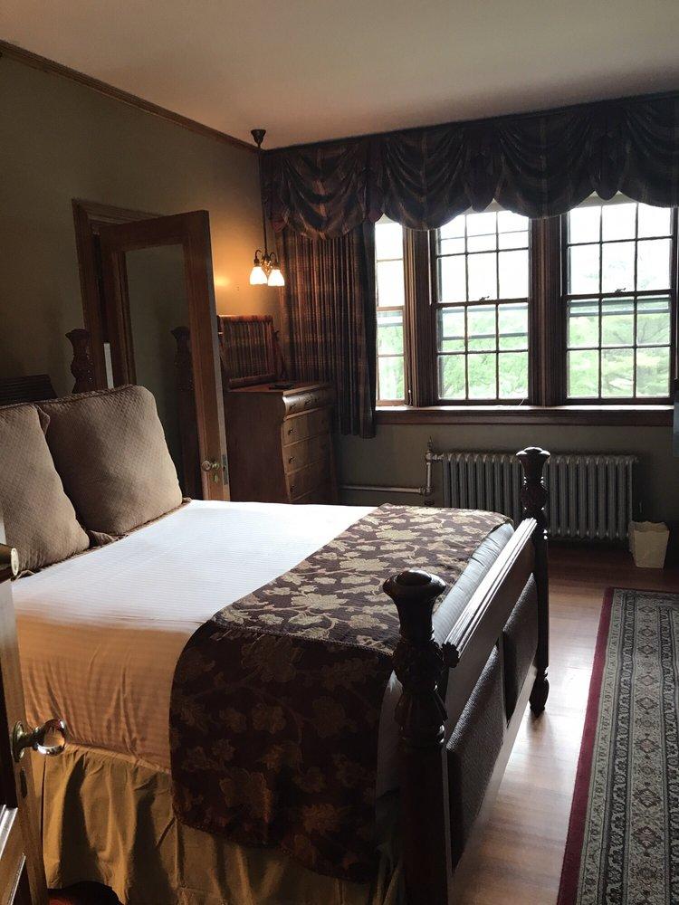Castle Hill Resort and Spa: 2940 Rte 103, Proctorsville, VT