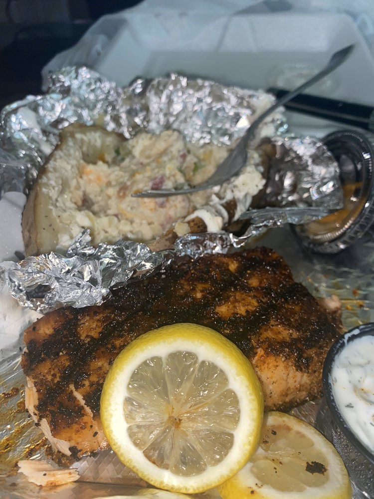 Tom's Grille: 1501 N 12th St, Murray, KY