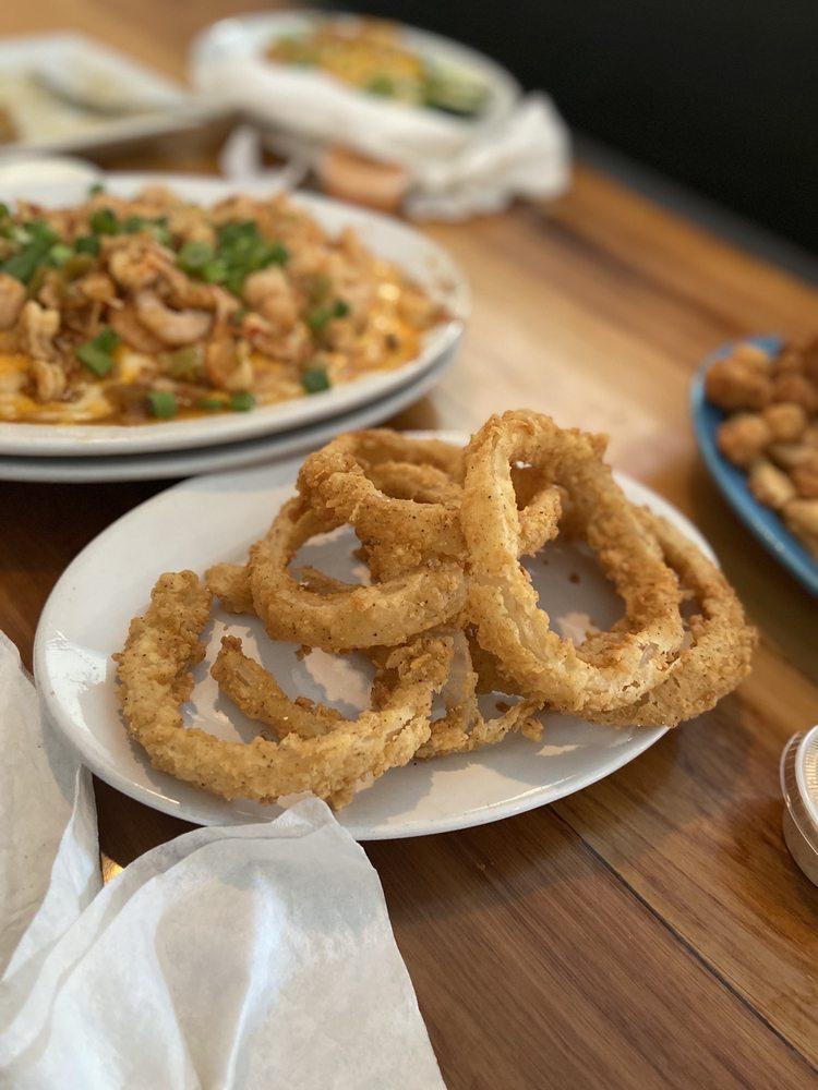 Willie's Restaurant and Bar: 11260 Coursey Blvd, Baton Rouge, LA