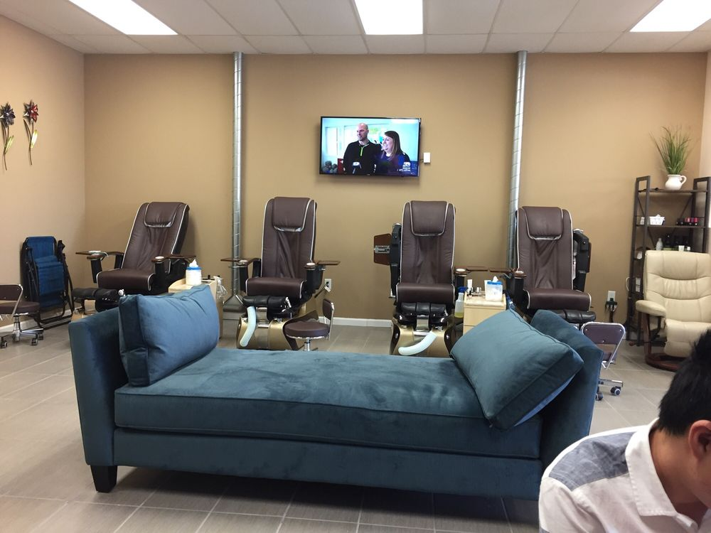 Eden Nails & Spa: 4545 86th St, Urbandale, IA