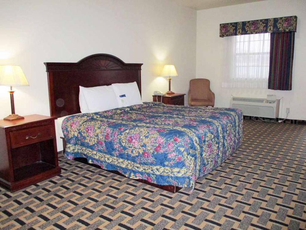 Motel 6: 1101 S Mississippi Ave, Atoka, OK