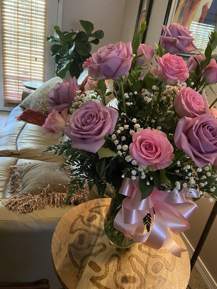 Leaf & Petal Florist & Gift Shop: 3324 Saint Stephens Rd, Mobile, AL