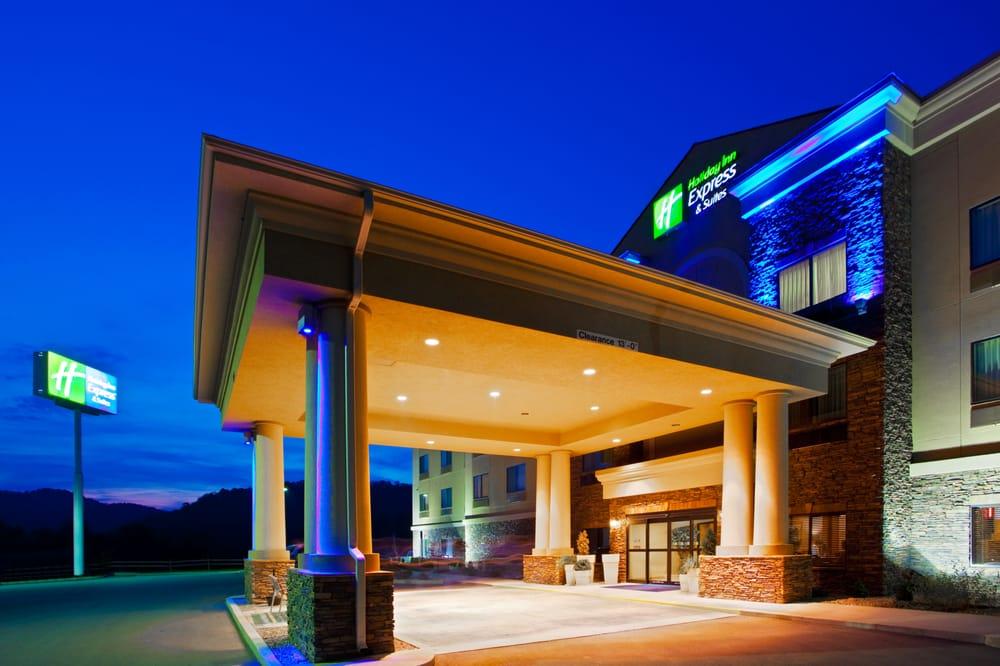 Holiday Inn Express & Suites - Weston: 215 Staunton Dr, Weston, WV