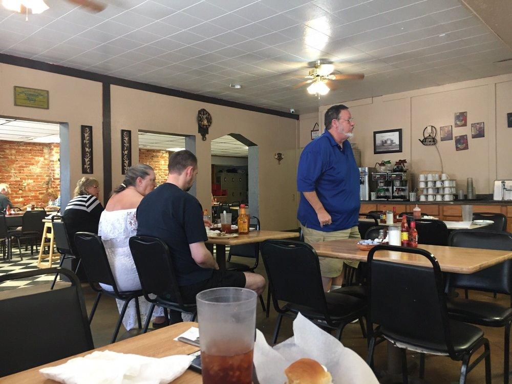 Country Kitchen Restaurant: 622 W Highland Ave, Ponca City, OK