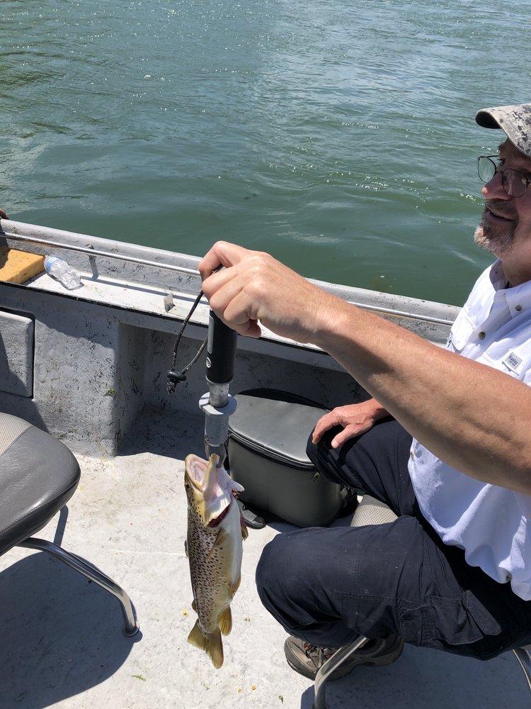 White River Family Fishing: 2663 Mc 5077, Flippin, AR
