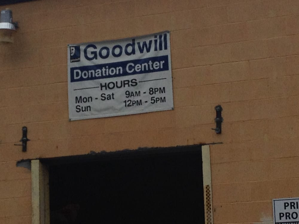 Goodwill Store: 2986 E State St, Hermitage, PA