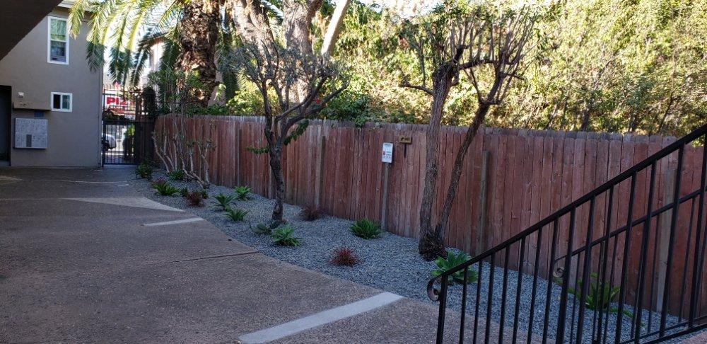 Herrera's Lawn Service: Paramount, CA