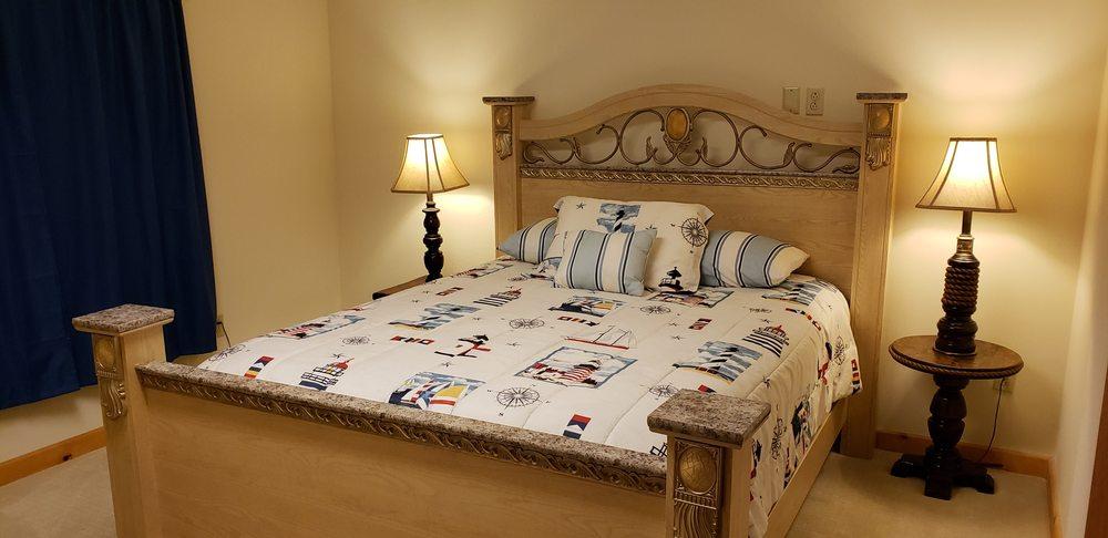 Cascade Mt Baker Hotel: 45951 Main St, Concrete, WA