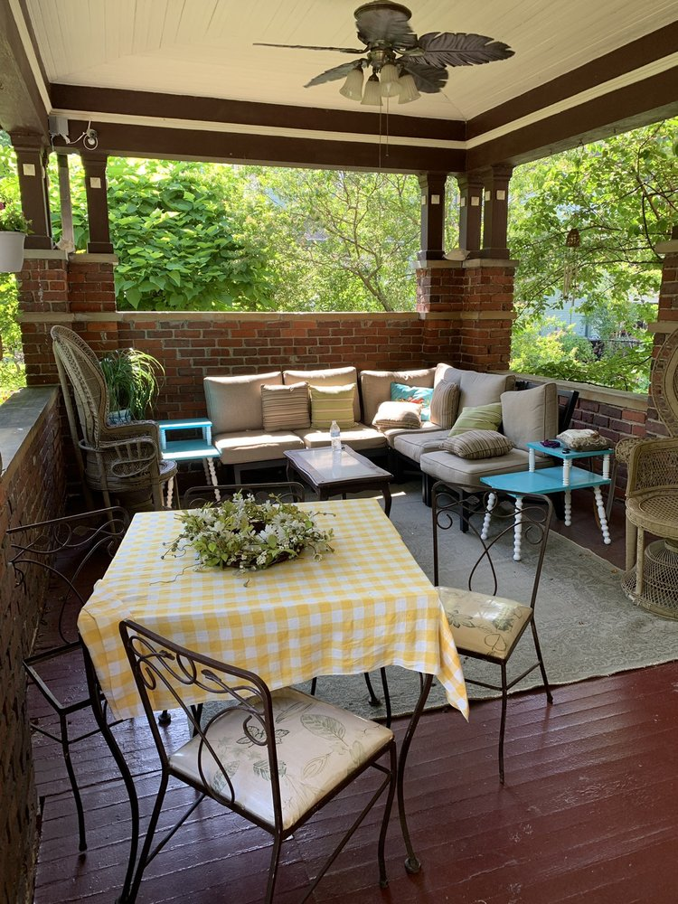 Cumberland Manor Bed And Breakfast: 208 Arthur Hts, Middlesboro, KY