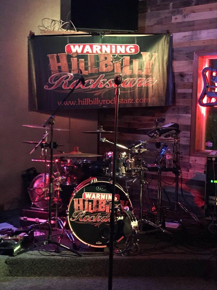 Shakers Lounge: 121 W Stevenson Rd, Ottawa, IL