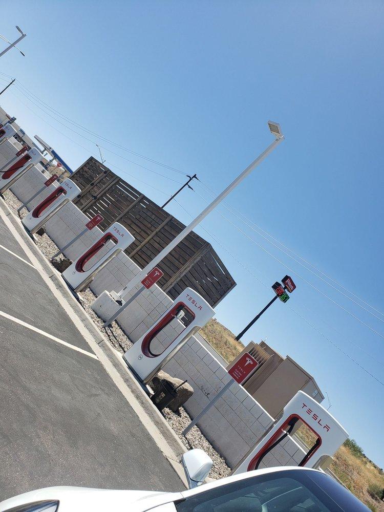 Tesla Supercharger, Cordes Lakes, AZ: 14925 Cordes Lakes Rd, Mayer, AZ