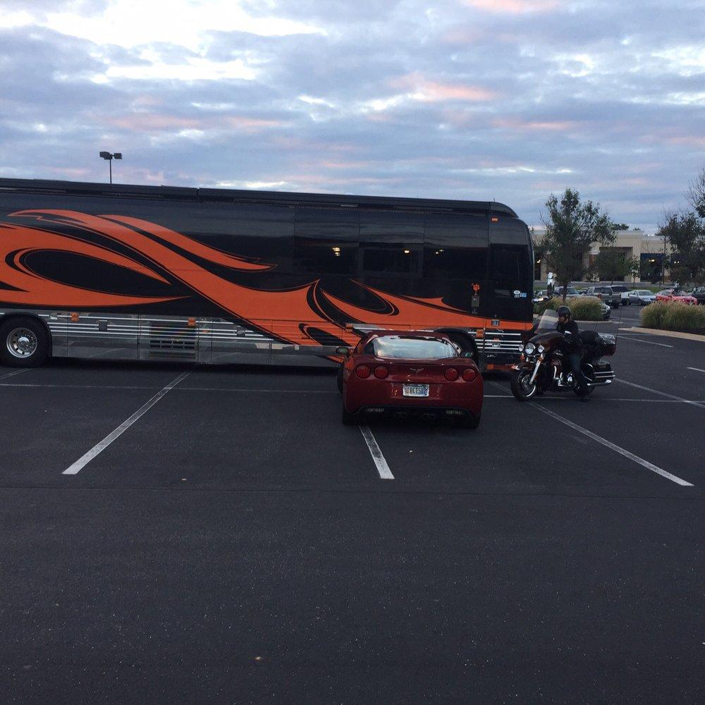 Lee Brice Tour Bus