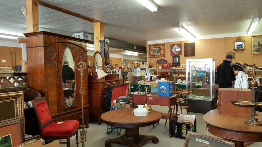 Sugar Grove Antiques: 202 Antique City Dr, Walnut, IA