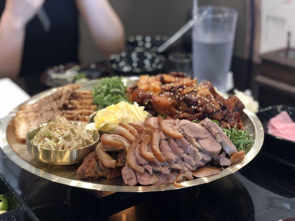 Dekko Chicken & Pork Korean BBQ: 14101 St Germain Dr, Centreville, VA