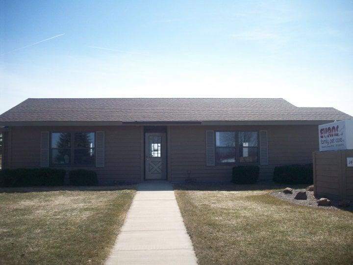 Evans Family Pet Care: 1402 E Lyon St, Marshall, MN