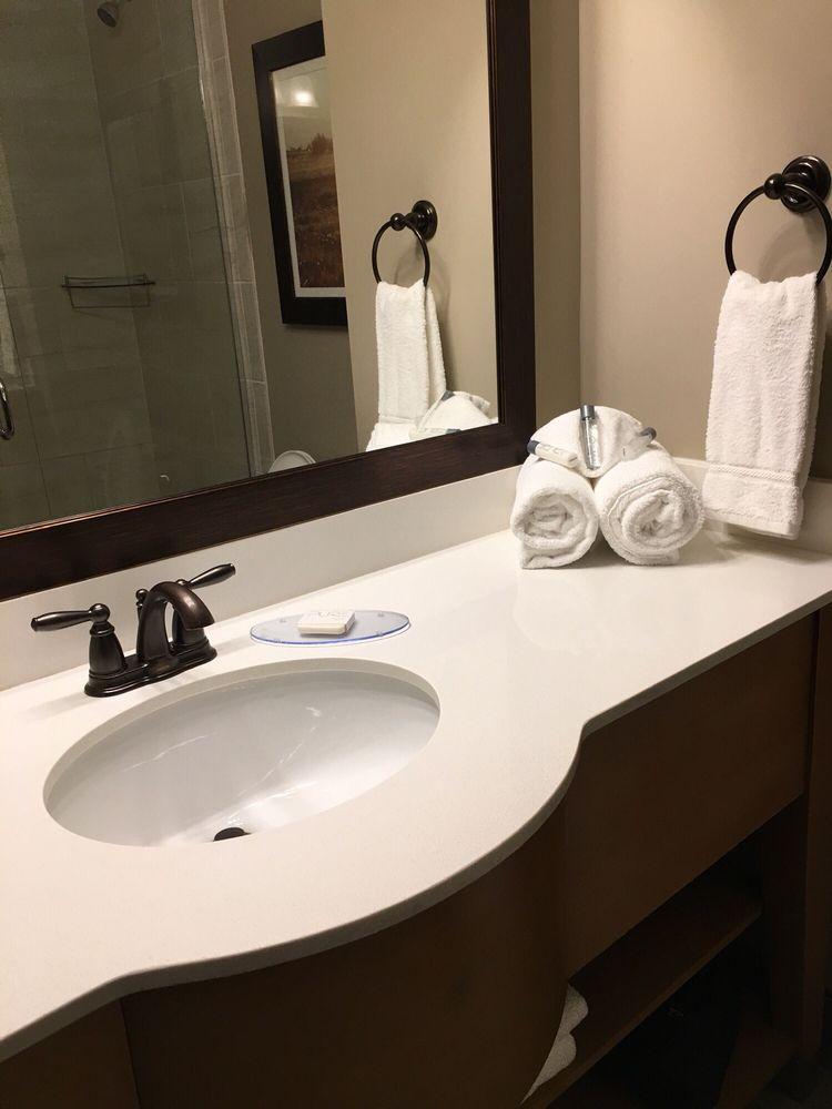 Appomattox Inn & Suites: 447 Old Courthouse Rd, Appomattox, VA
