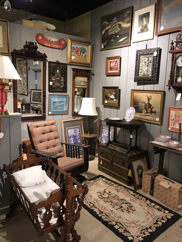 New Hampshire Antique Co-Op: 323 Elm St Rte 101A, Milford, NH