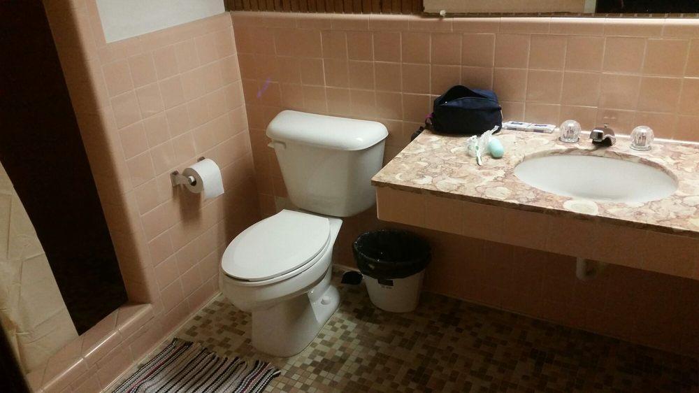 White Lodge Motel: 1403 E Jackson St, El Campo, TX