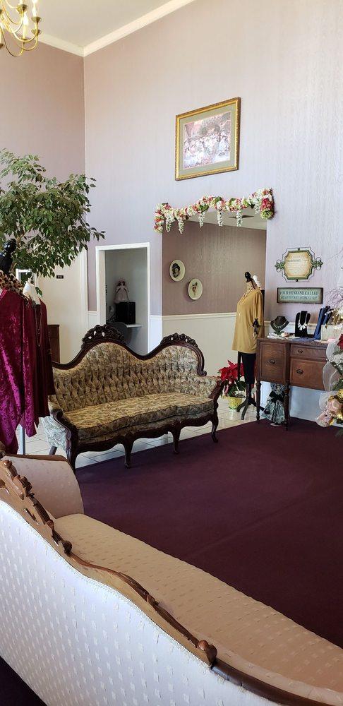Southern Belle Inn: 1757 S 4th St, Nashville, AR