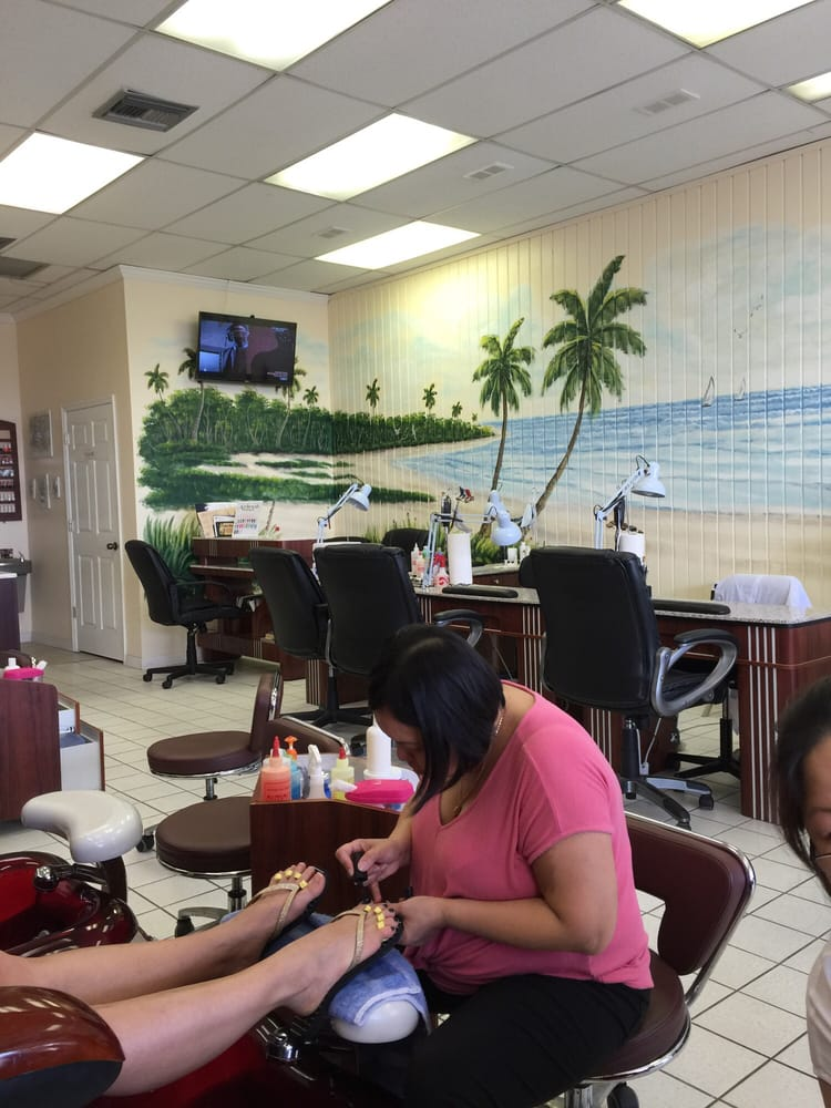 Clearwater Beach Nails & Spa: 780 S Gulfview Blvd, Clearwater, FL