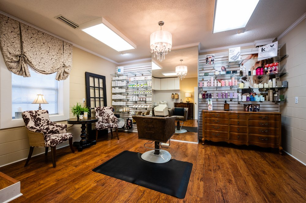 Jan'z Salon Spa: 914 Blount Ave, Guntersville, AL